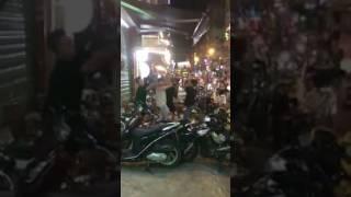 Diễn viên Phạm Anh Tuấn 5s Online đánh nhau tại phố Tây