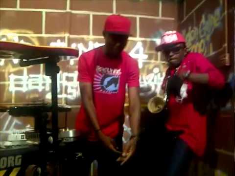 Terry G - Freestyle with Vector in his studio ( House of Ginjah)... (Video).