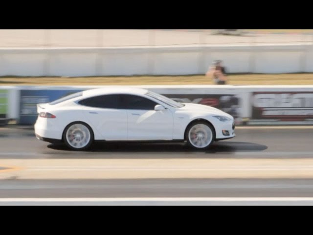 Tesla Model S P85D runs 11.79 @ 114 MPH Drag Racing 1/4 Mile