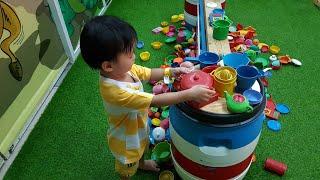 Tin đi chơi nhà bóng ở Coop Mart với ba - Kids Toy Media