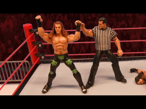 "Shawn Michaels vs. ""Macho Man"" Randy Savage (Shane McMahon as guest referee): Action Figure Showdown"