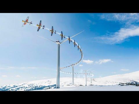 風力発電機の間を飛行機でスラローム飛行する神業映像