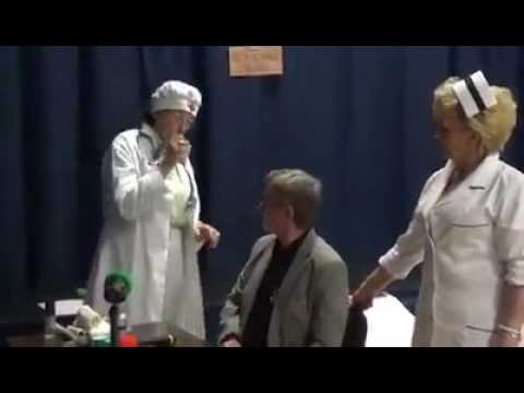 """Scenka kabaretowa """"W kolejce do doktora"""" - Klub Seniora """"Złota Jesień"""" w Zabierzowie"""