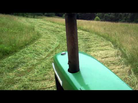 Cutting Hay with a JD 4520 Part 2