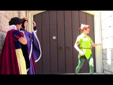 Peter Pan makes fun of the Queens! // Disneyland