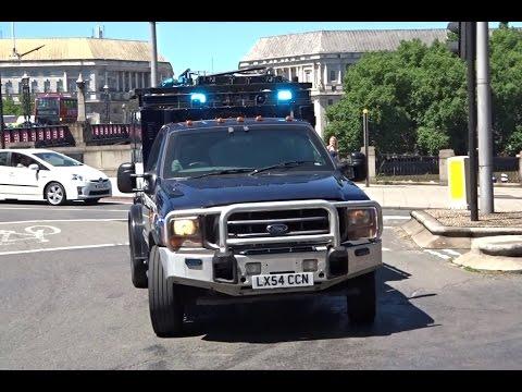 Unmarked Police Car + Minibus + Armoured Jankel Responding