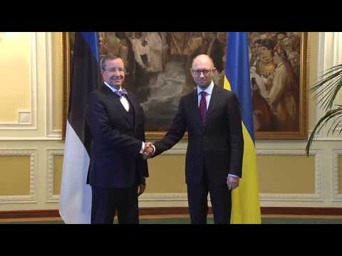 Yatsenyuk meets with Hendrik
