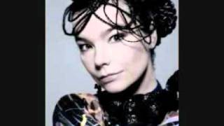 Watch Bjork Its Oh So Quiet video