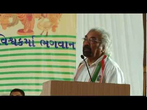 Sam Pitroda and Arjun Modhwadia speaking at an event