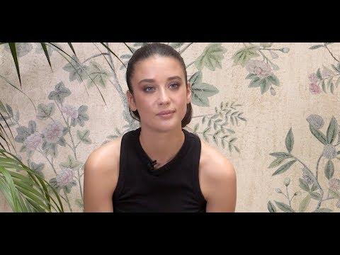 #ELLEpregunta a María Pedraza, protagonista de '¿A quién te llevarías a una isla desierta?' | ELLE