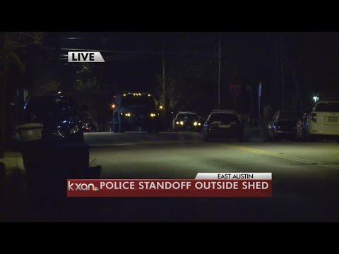 Barricaded man prompts SWAT situation in East Austin