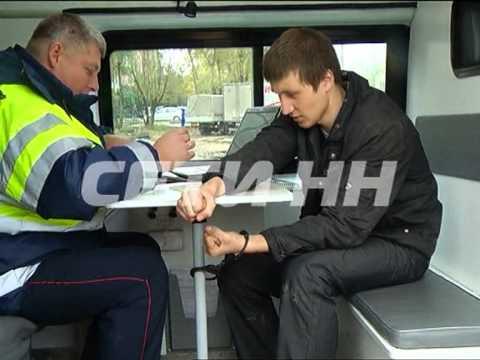 Пьяного водителя пришлось приковать, чтобы утихомирить
