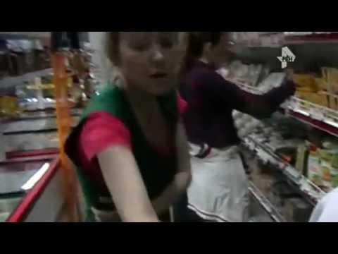 В магазине Кирова избили активистов, нашедших просроченные продукты