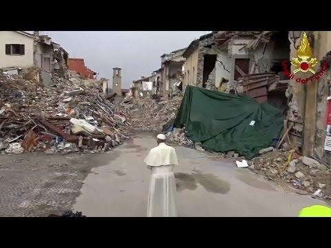 El Papa Francisco llegó de sorpresa a Amatrice y hubo un sismo