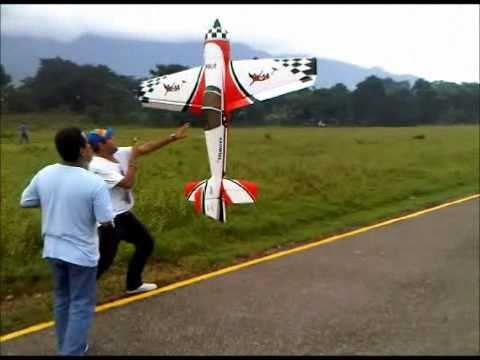 Pilot-Rc Yak 54 50cc Hover, Club de Aeromodelismo Sula