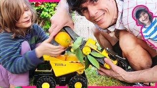 Construction Trucks for Children Picking Oranges | Dump Truck and Excavators