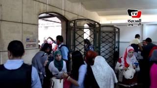 بوابات إلكترونية تستقبل الطلاب في جامعة القاهرة