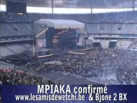 Zacharie Bababaswe le Mollah sur scène au stade de France, magic system