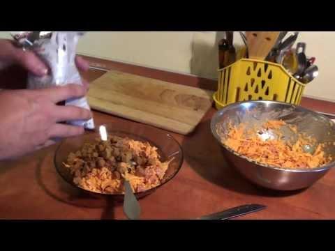 Салат из моркови, колбасы и сухариков. Просто, дёшево и вкусно