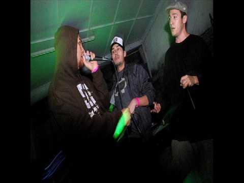 Trigarante,DeeJay Micho, Quid Comba, Fito.C y Skool 77-Budu