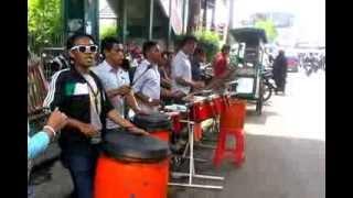 Download Lagu Pertunjukan Seni Musik Tradisional di Jalanan Jogjakarta (Lagu ABG Tua) Gratis STAFABAND