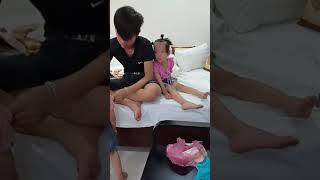 HÀI HƯỚC BÉ ĐANG BUỒN NGỦ THÌ CÁI KÊT - Humorous baby is sleepy then the end
