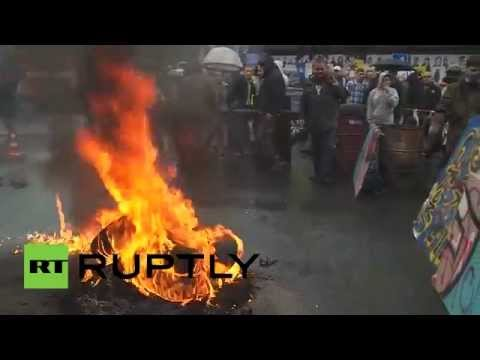 Black Smoke Back: Remnants of Maidan activists set tires on fire to protest eviction