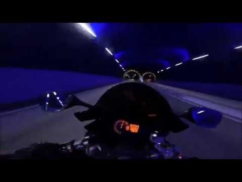 危険すぎる超高速バイク映像・・・他の車が止まって見える(怖