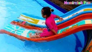 Balita Lucu Belajar Berenang di Kolam Renang - Fun Kids Learn Swimming Underwater in Swimming Pool