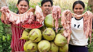 Cooking Spicy Pig Intestine With Coconut Juice Recipe - Eating and Sharing Foods to Villagers