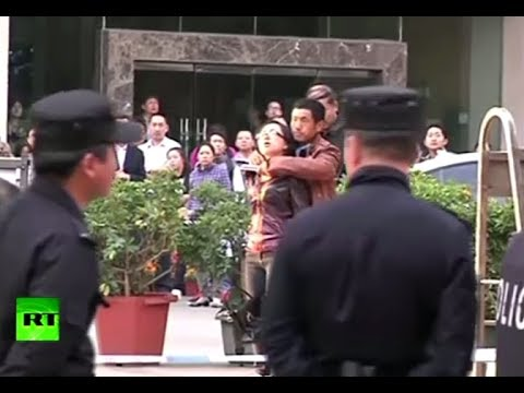 Dramatic Rescue: Knife-wielding man disarmed, hostage freed in China