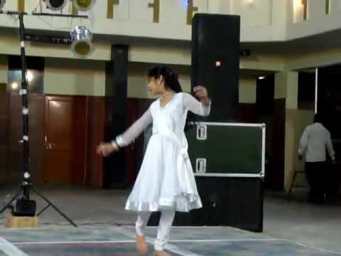 Cham Cham Chamke By Anushka Bhargava video