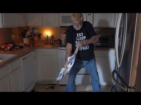 ЗЛОЙ ДЕД разрушил кухню сына