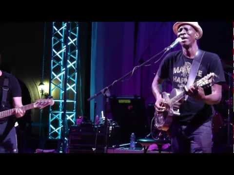 Keb' Mo' - She Just Wants To Dance (live in Italy @ Liri Blues 2012, XXV Edition)