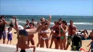 LMFAO - Sexy and I Know It: sexy beach dancer // lustiger Strandtänzer