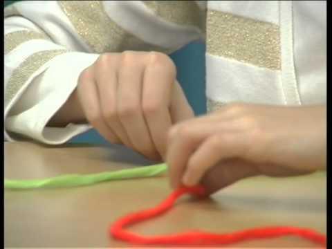 Видео как научиться плести из ниток