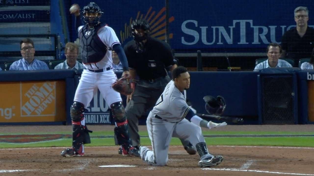 MIL@ATL: Gomez loses, then catches helmet on swing