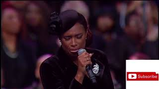 "Jennifer Hudson Sings ""Amazing Grace"" 