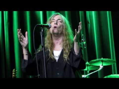 Patti Smith - Strange Messengers