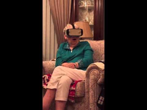 Abuela experimentado realidad virtual