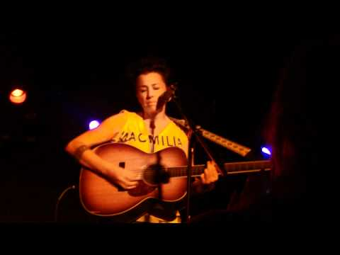 Melissa Ferrick - Singing in the Wind (live in San Diego)
