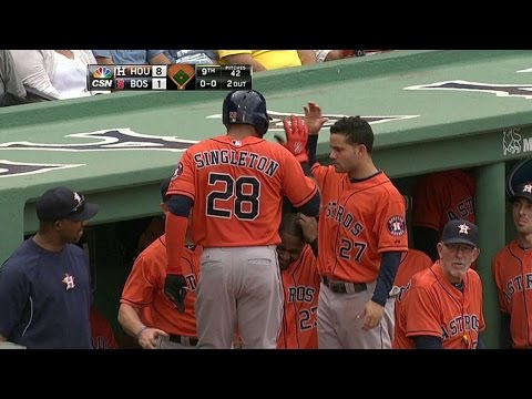 HOU@BOS: Singleton crushes a solo blast to right