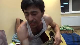 Uzbek поет классно про маму и играет на гитаре