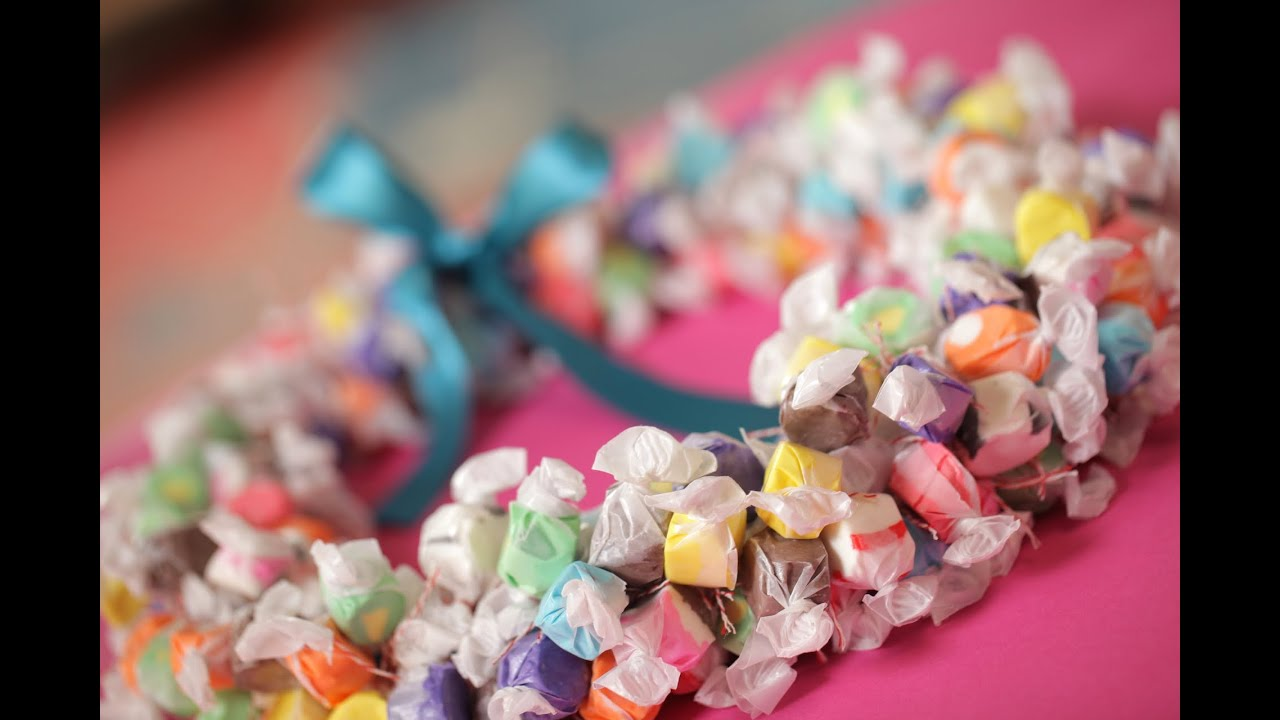 How to Make a Paper Lei pictures