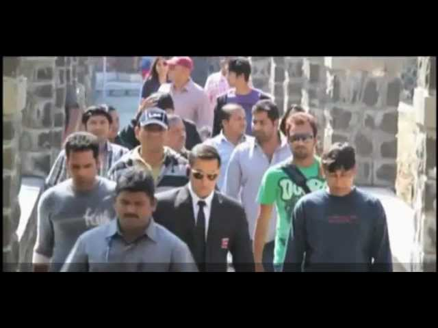 Salman Khan Having Fun on The Sets of Bodyguard