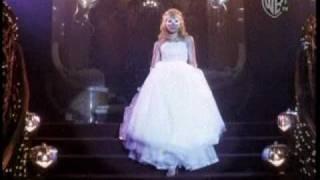 Hilary Duff - La nueva cenicienta en el baile de halloween