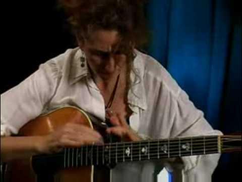 Vicki Genfan On Guitar Performance