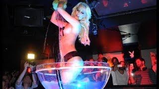 Performance von Daniela Sudau Playmate des Jahres 2011 @ Playboy Club-Tour 2012 im P1