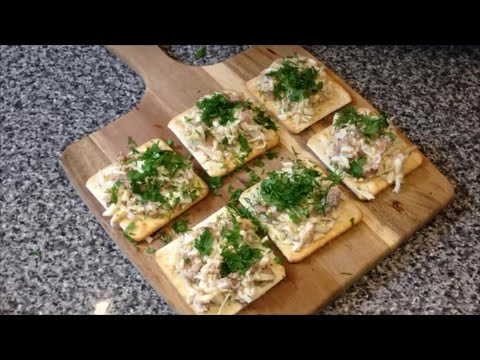 Рецепт Быстрые Бутерброды Закуска На Праздничный Стол Крейкеры С Печенью Трески Яицом и Зеленью