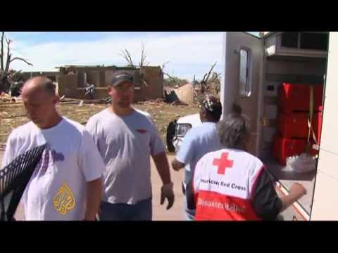 US volunteers work through Oklahoma rubble